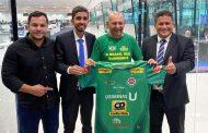 Gustavo Nunes é recebido pelo empresário Luciano Hang