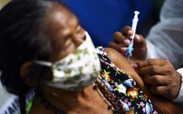 Vacinação contra a Covid-19 começa em todo o país