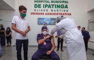 Covid-19: enfermeiro é o primeiro a ser imunizado em Ipatinga