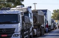 Bolsonaro anuncia possibilidade de criar MEI para caminhoneiros