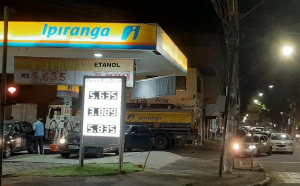 Temendo desabastecimento, consumidores fazem filas em postos de combustíveis