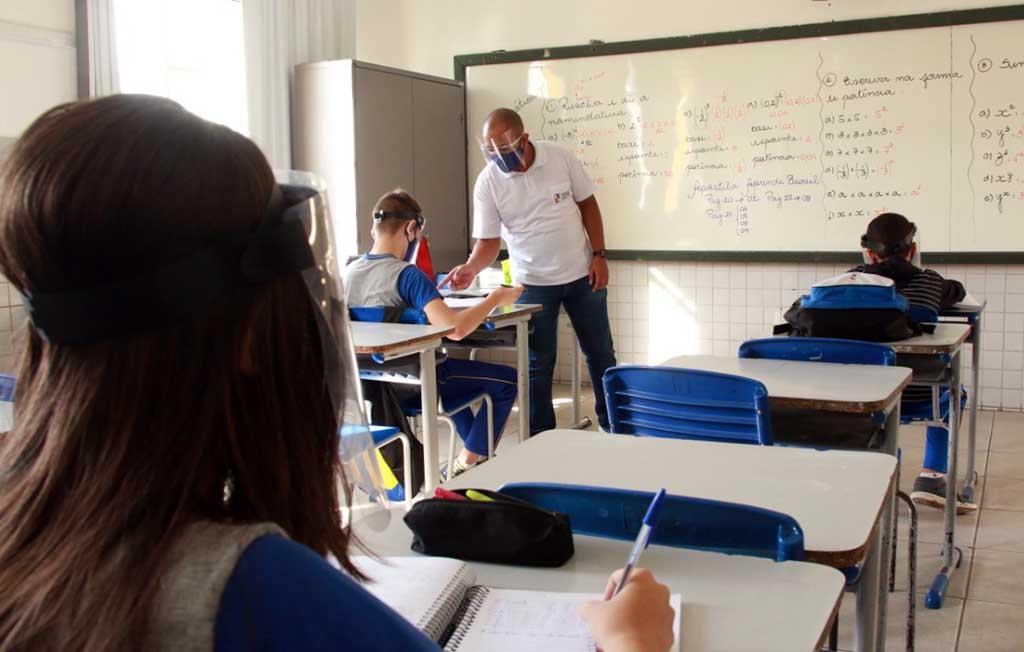 Fabriciano retoma aulas presenciais na rede municipal