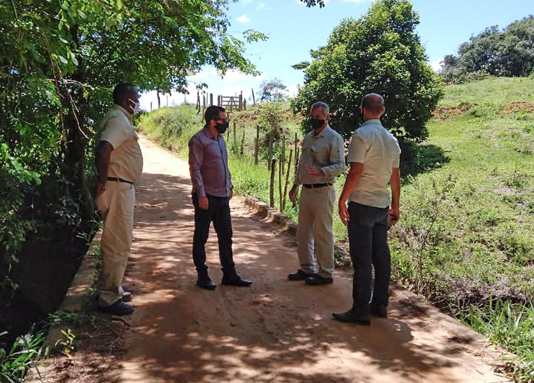 Prefeito assina convênio com a Cenibra para recuperar estradas rurais de Paraíso