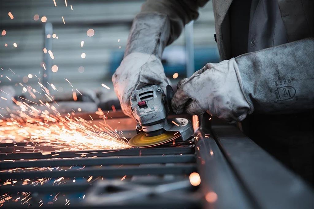 Confiança da indústria sobe em maio e interrompe ciclo de queda, aponta CNI