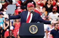 Donald Trump diz a apoiadores que espera voltar ao poder em agosto