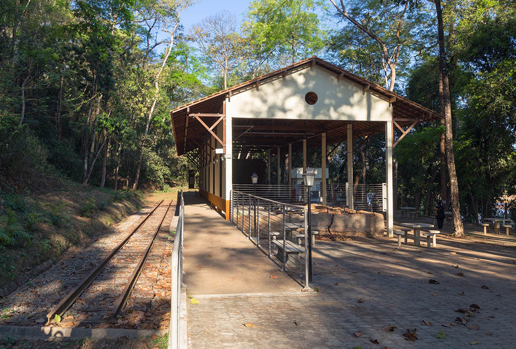 Projeto Estação das Artes conduz visita guiada à Estação Pedra Mole em Ipatinga